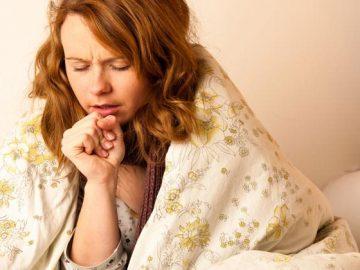 Mujer con tos seca